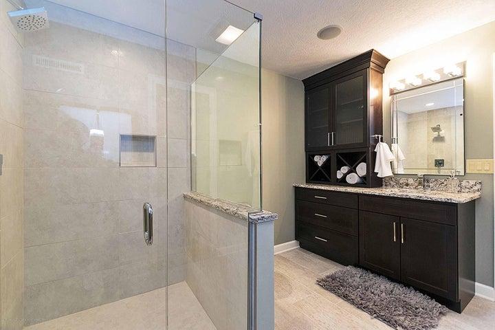6446 Ridgepond Dr - Lower Level Full Spa Bath - 43