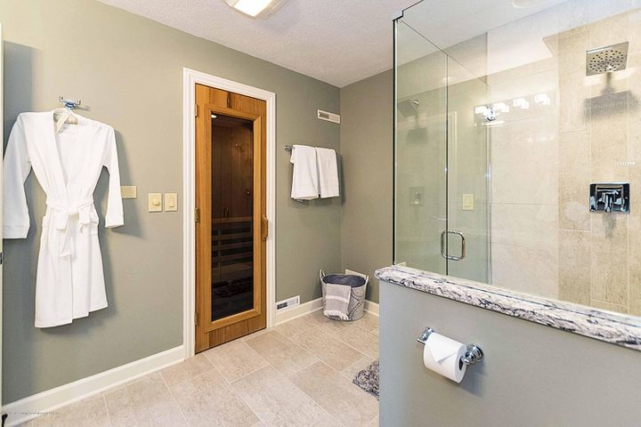 6446 Ridgepond Dr - Lower Level Full Bath & Sauna - 44