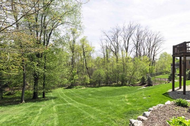 6446 Ridgepond Dr - Yard & Wooded Views - 48