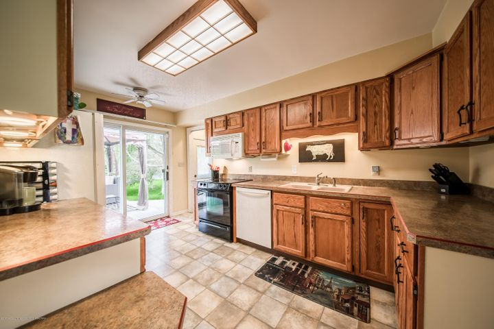 2730 Parkside Blvd - Kitchen - 2