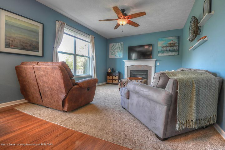 1083 Oakwood Dr - Living Room - 2