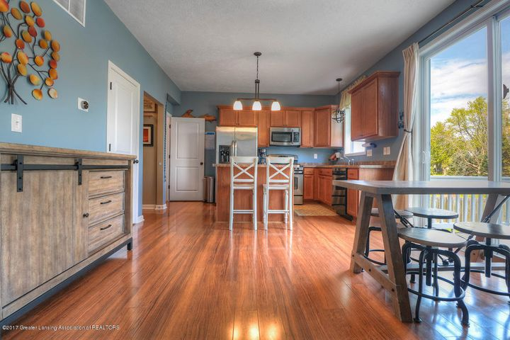1083 Oakwood Dr - Dining Area - 3