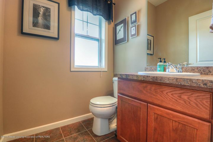 1083 Oakwood Dr - Bathroom - 5