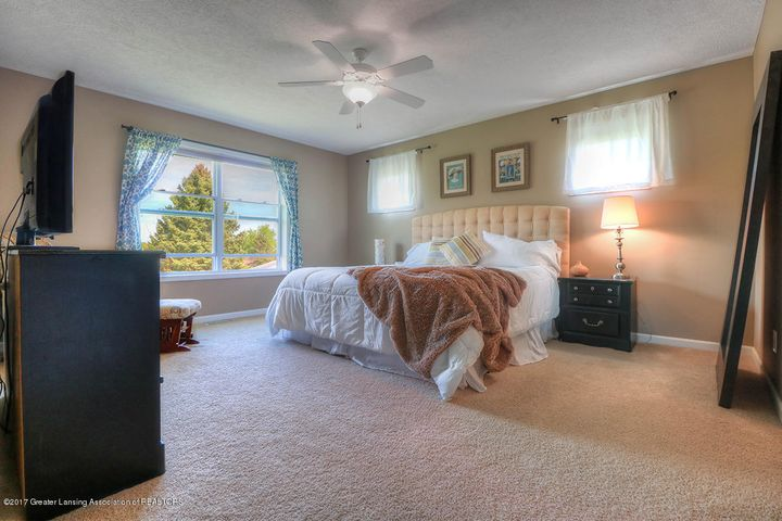 1083 Oakwood Dr - Master bed - 6