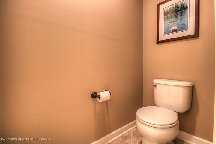 1083 Oakwood Dr - Bathroom - 8