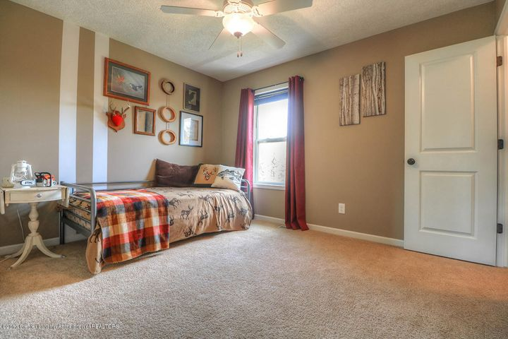 1083 Oakwood Dr - Bedroom - 9