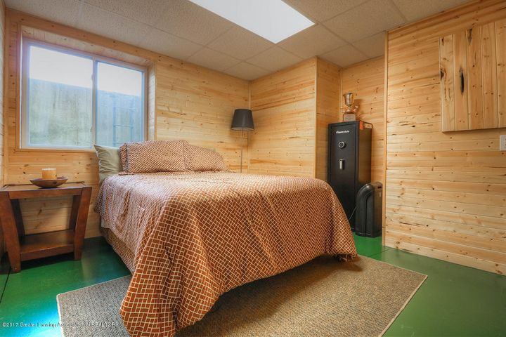 1083 Oakwood Dr - Bedroom - 14