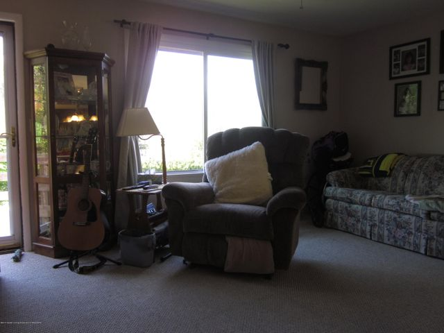 11000 Crawford Rd - Living Room - 4