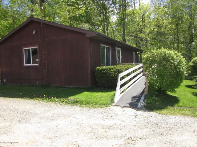 11000 Crawford Rd - Front - 16