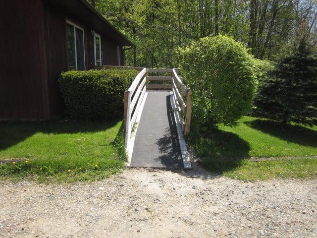 11000 Crawford Rd - Walkway - 17