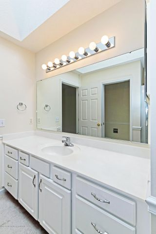 5252 E Hidden Lake Dr - Master Bath - 14