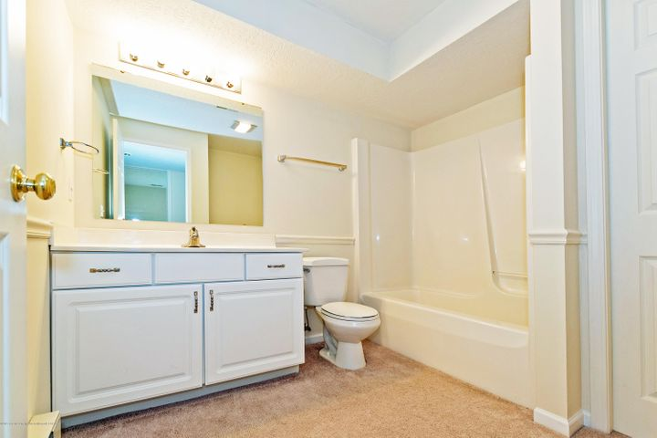 5252 E Hidden Lake Dr - Lower Level Full Bath - 25
