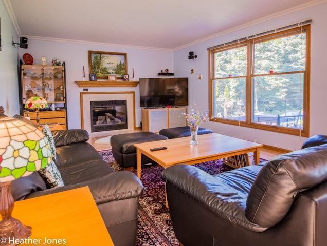 971 Harrington Ln - Familyroom with cozy fireplace - 4