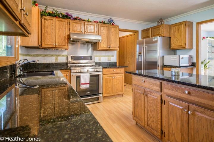 971 Harrington Ln - Kitchen with granite countertops - 7