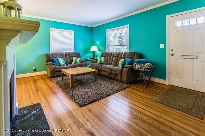 533 Beech St - 5.  Living Area w Fireplace - 4