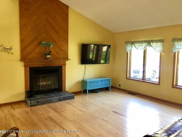 410 W Geneva Dr - Living Fireplace - 5