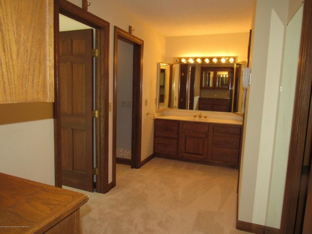 6151 Park Lake Rd - DRESSING ROOM - 15