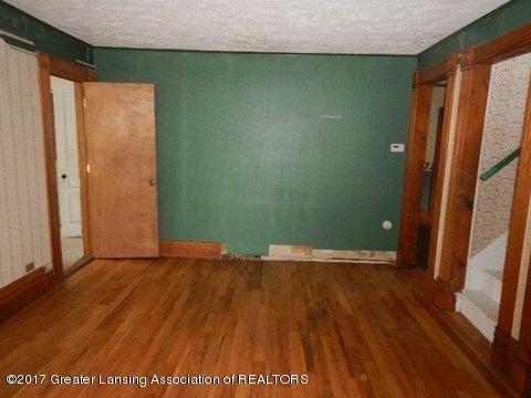 825 Jenne St - LIVING ROOM - 6