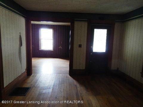 825 Jenne St - LIVING ROOM (2) - 7