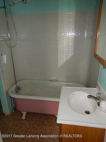 825 Jenne St - BATHROOM - 12