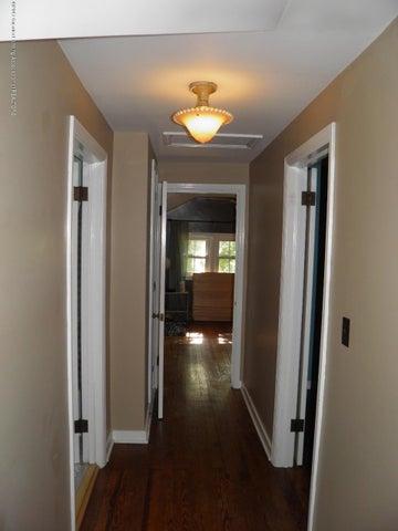 210 Virginia St - Hallway - 21