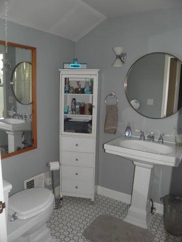 210 Virginia St - 2nd floor Bath - 18