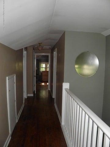210 Virginia St - Hallway - 16