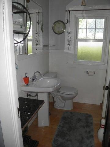 210 Virginia St - 1st floor bath - 13