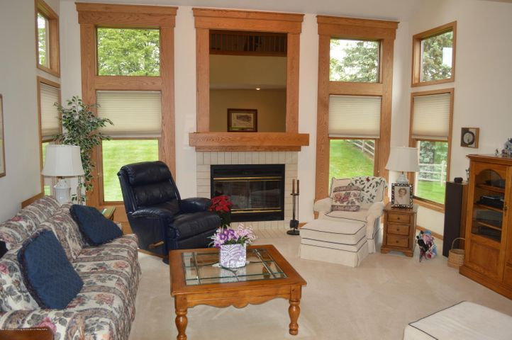 3887 Crooked Creek Rd - The Living Room - 3