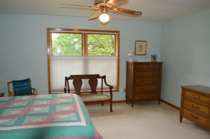 3887 Crooked Creek Rd - Master Bedroom level 1 - 9