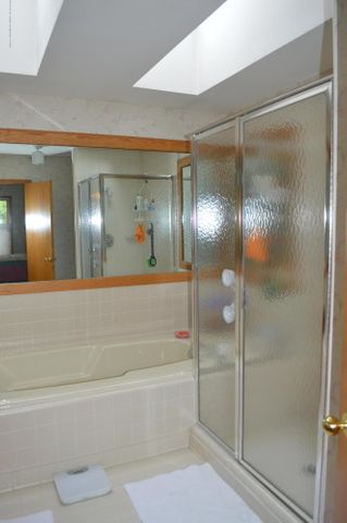 3887 Crooked Creek Rd - Master Bath - 10