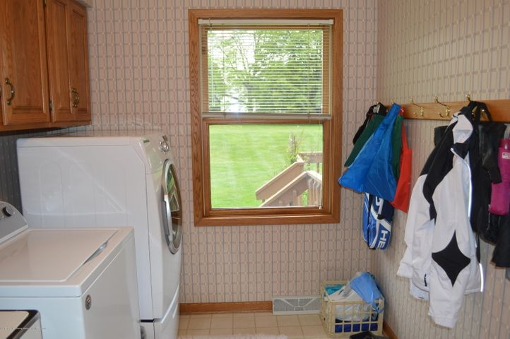 3887 Crooked Creek Rd - Laundry / Mud Rm - 16