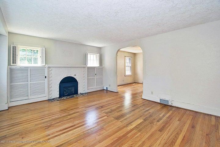 555 Collingwood Dr - Living Room - 3