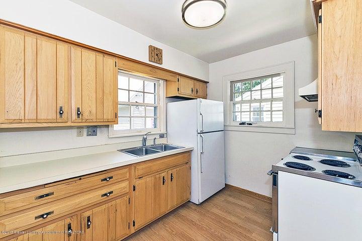 555 Collingwood Dr - Kitchen - 7