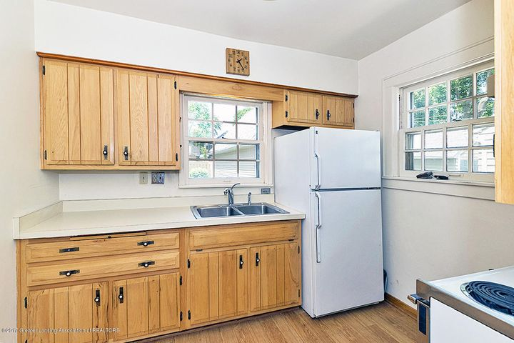555 Collingwood Dr - Kitchen - 8