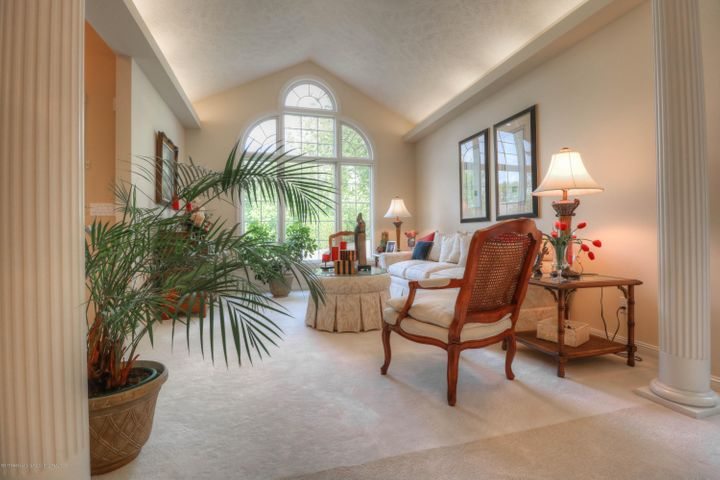 407 W Dill Dr - Living Room - 3