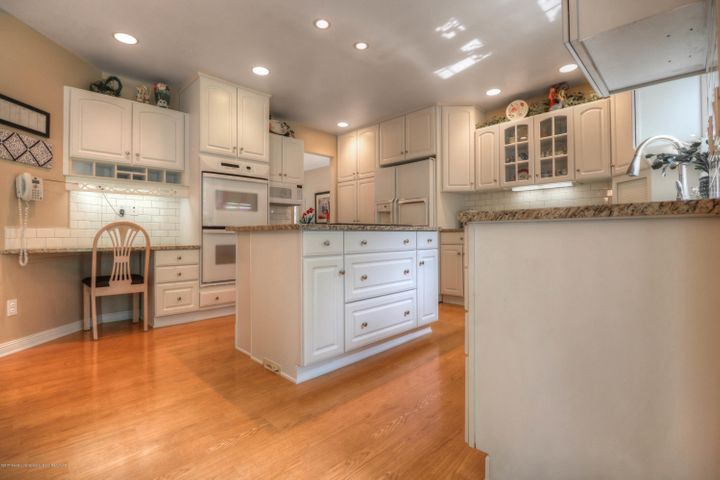 407 W Dill Dr - Kitchen - 5