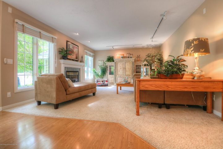 407 W Dill Dr - Living Room - 7
