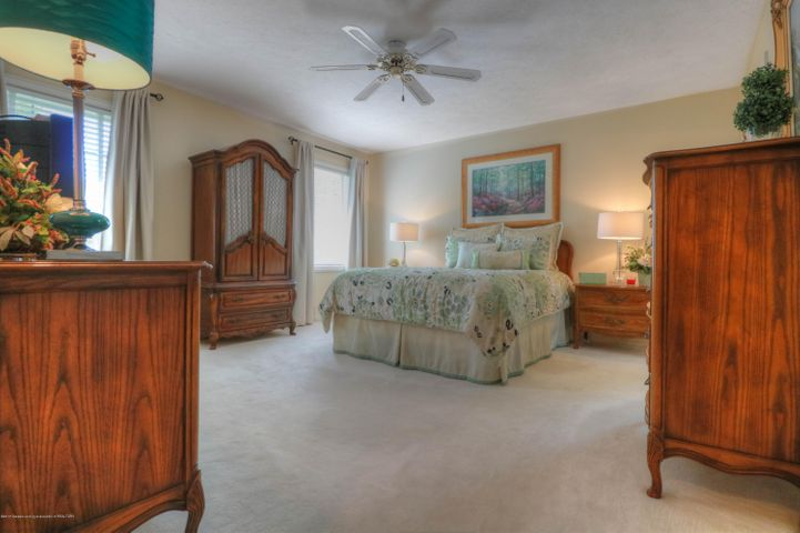 407 W Dill Dr - Master Bed - 10