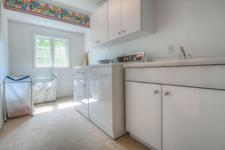 407 W Dill Dr - Laundry Room - 13