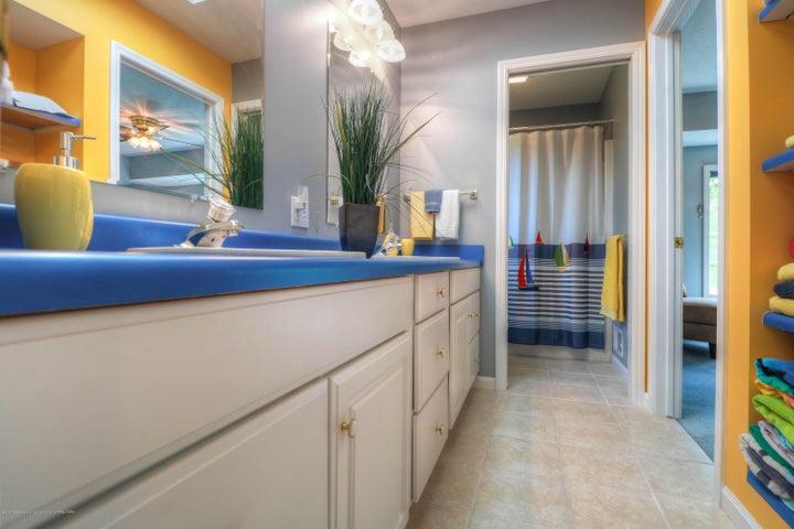 407 W Dill Dr - Bathroom - 15