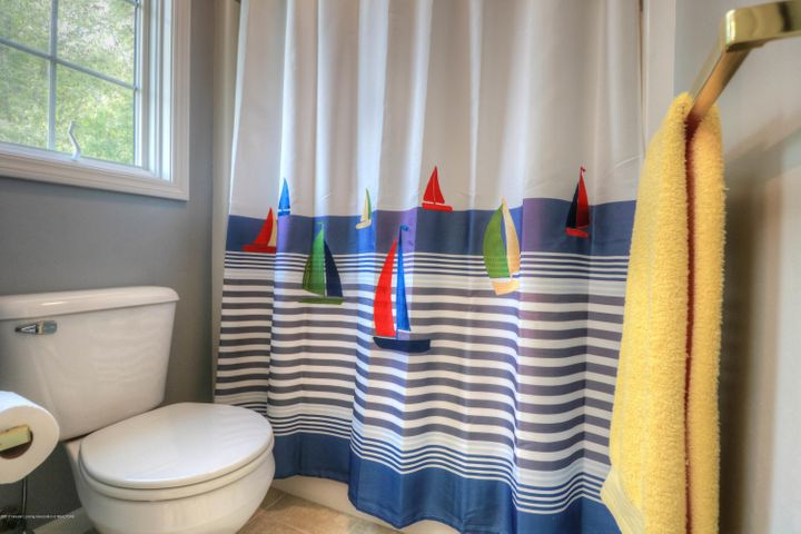 407 W Dill Dr - Bathroom - 16