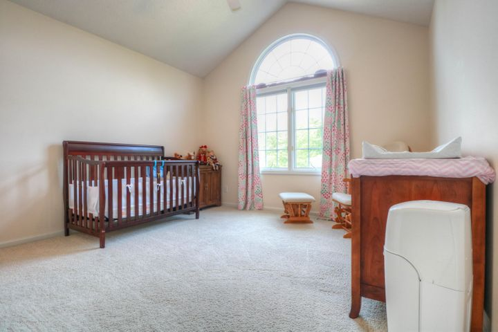 407 W Dill Dr - Bedroom - 18