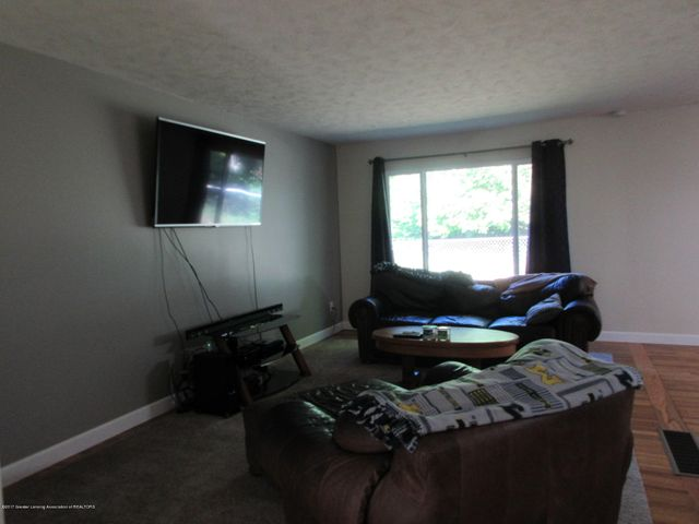 1915 Mendota Dr - Living Room - 4