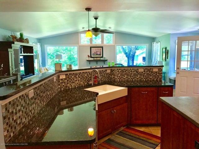 10592 Corcoran Rd - Kitchen - 7
