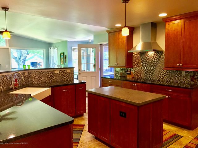 10592 Corcoran Rd - Kitchen - 6
