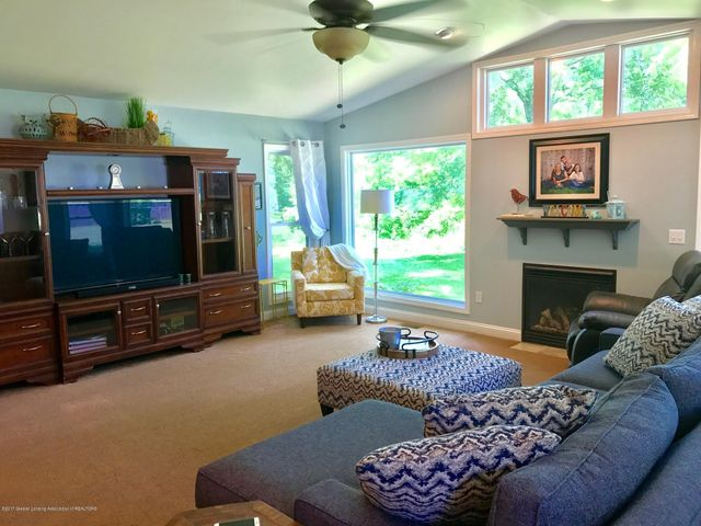 10592 Corcoran Rd - Great Room - 3