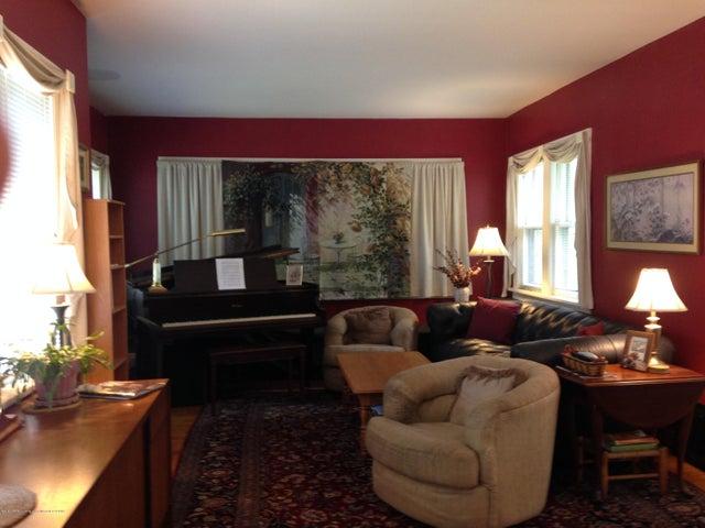 523 Hunter Blvd - Living Room - 2