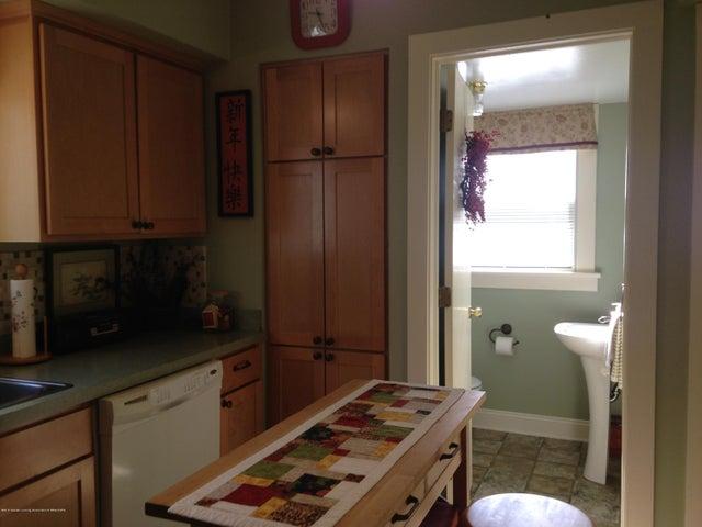 523 Hunter Blvd - Half Bath off Kitchen - 8