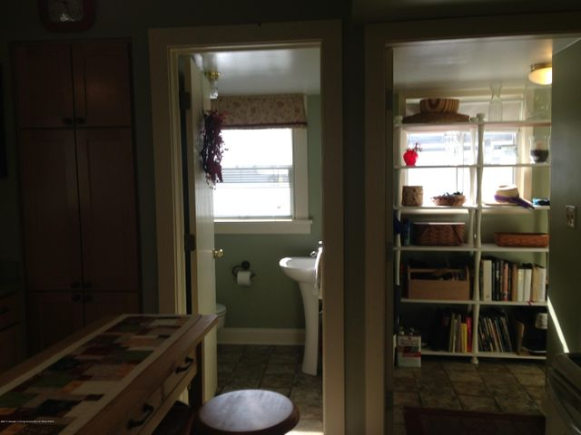 523 Hunter Blvd - Bath and Back Hall off Kitchen - 9
